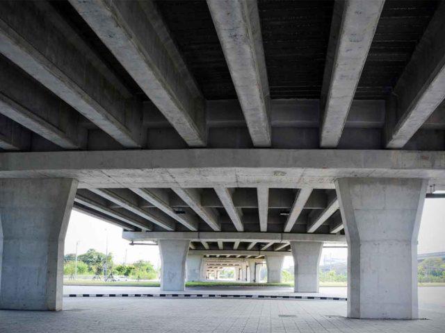 LINE-X para reforzar soportes de puentes
